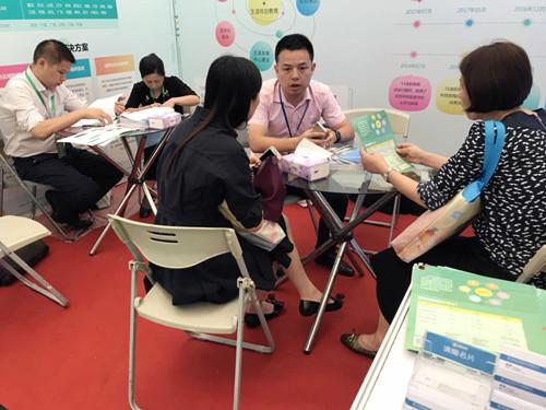 51选校生涯规划教育系统亮相第二届上海国际教育装备博览会