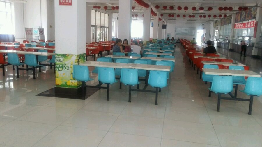黑龙江信息技术职业学院是经黑龙江省政府批准、国家教育部备案的正规普通高等院校,隶属于黑龙江省工业和信息化委员会,是黑龙江省唯一一所培养信息类专业技术人才的公办全日制高等院校,被黑龙江省教育厅确定为黑龙江省重点培育的高职骨干院校之一。学院是北京中关村国际软件人才培养基地之一、黑龙江省国际软件人才教育基地、黑龙江省服务外包职业教育集团理事长单位。   学院占地面积20余万平方米,建有教学楼、实验楼、图书馆、综合楼、办公楼、学生公寓、餐饮中心等基础设施,藏书40万册。学院高度重视实践教学条件的改善,注重校内